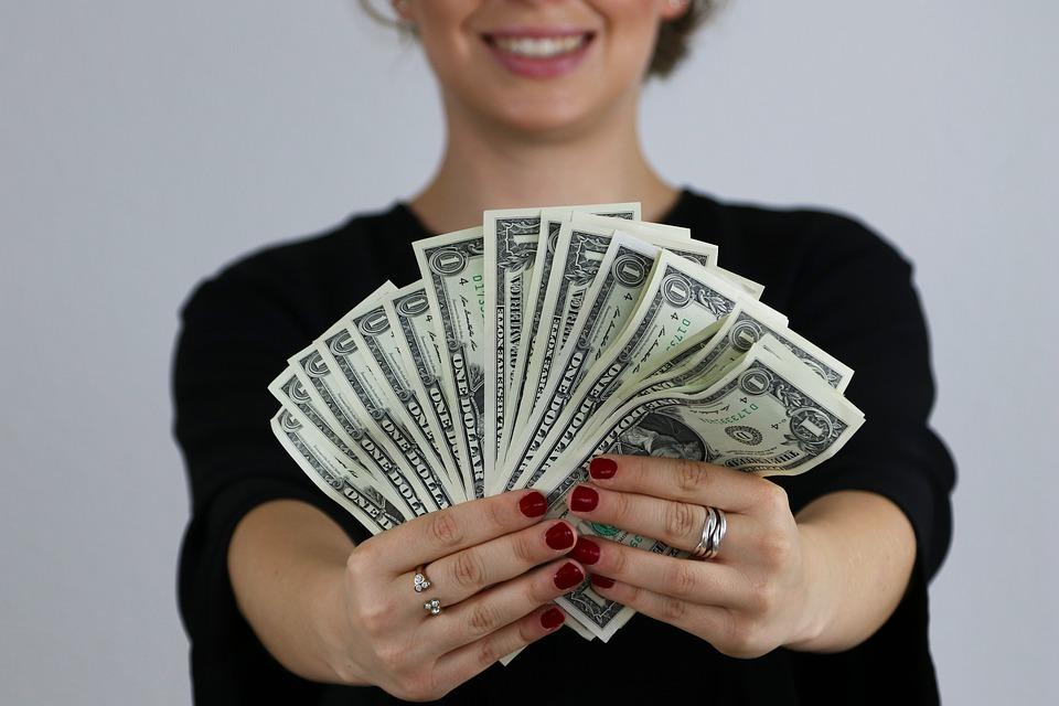 Wat is de beste manier om een goede kredietverstrekker te vinden? En wat zijn de voor- en nadelen van al deze keuzes?